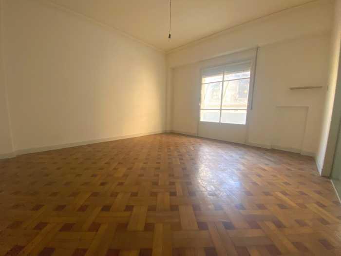 Venta de apartamento de 4 dormitorios y servicio en Centro