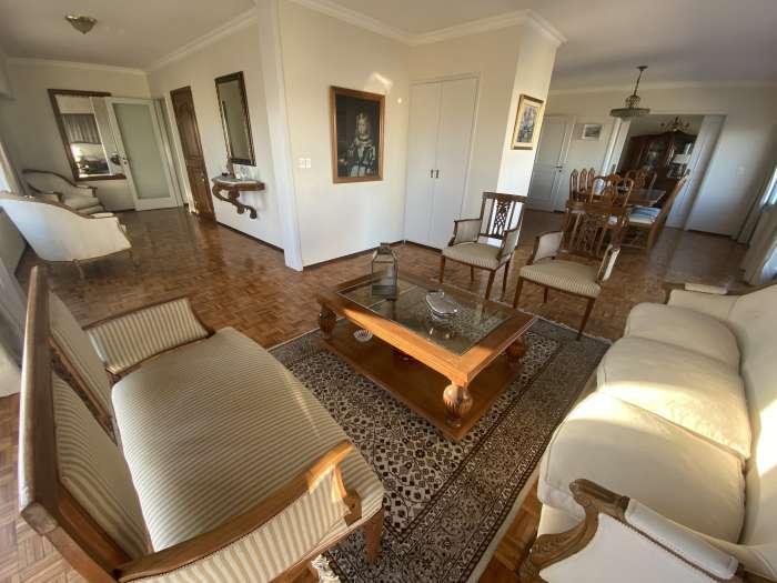 Apartamento PH 3 dormitorios servicio y garaje en Pocitos