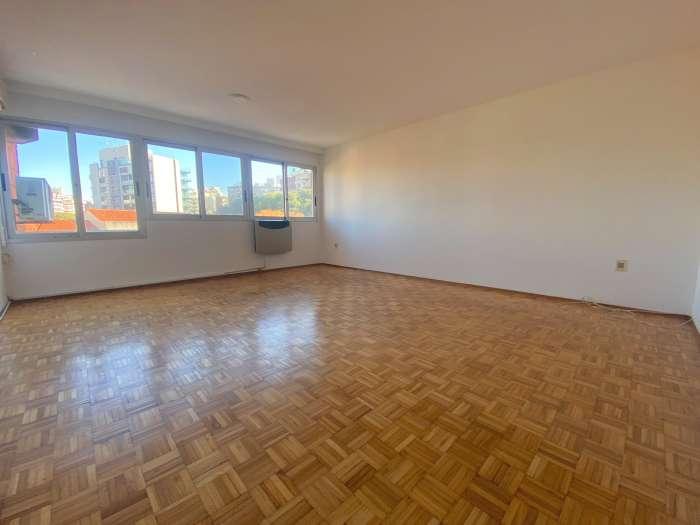 Venta de apartamento de 3 dormitorios en Pocitos