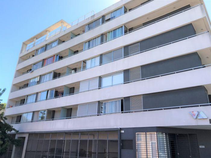 Venta con renta de apartamento 2 Dormitorios y Garaje Tres Cruces