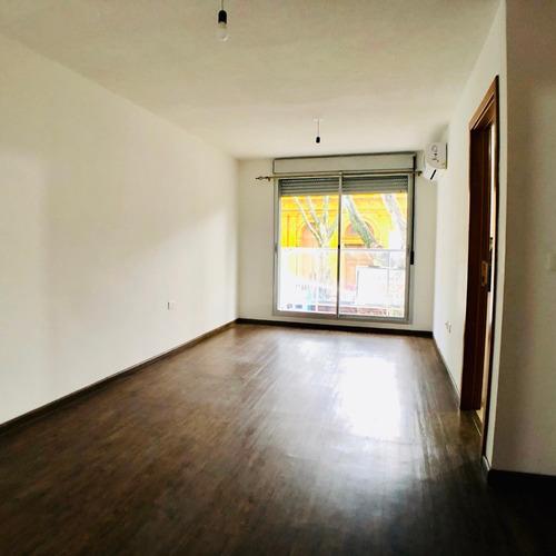 Venta con renta De Apartamento 2 Dormitorios Y Garaje. Cordón
