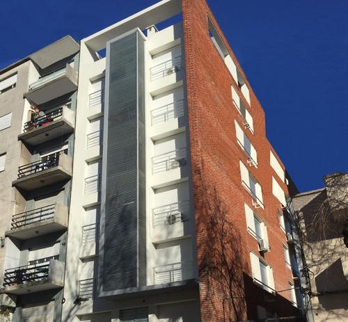 Venta Con Renta Apartamento 2 Dormitorios, En Cordón!