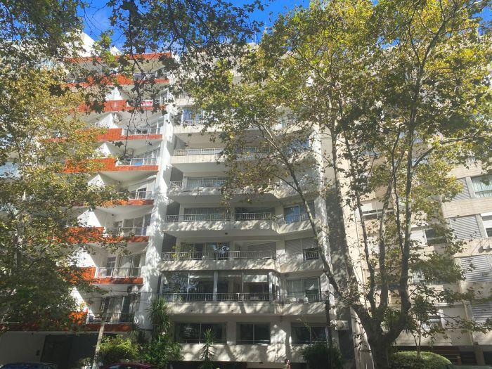 Venta Apartamento 3 dormitorios y servicio en Pocitos