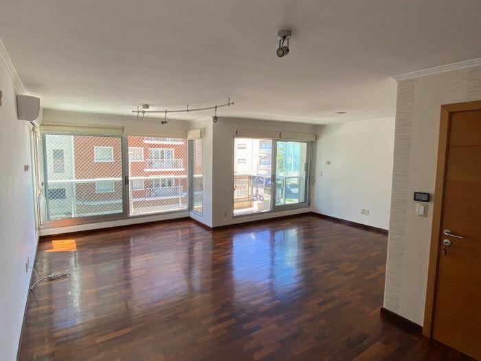 ¡Venta de apartamento 3 dormitorios y servicio en Villa Biarritz!