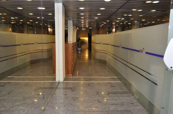 Venta de Oficinas en Edificio Sarandí, Ciudad Vieja