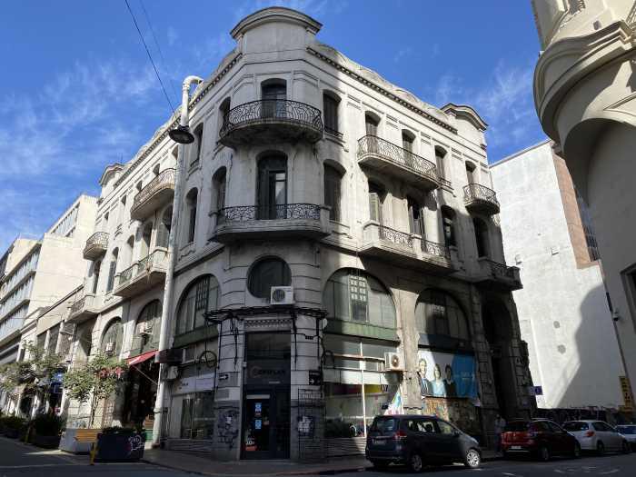Venta de edificio de 4 plantas en Ciudad Vieja