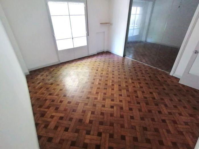 Muy lindo Apartamento 4 Dormitorios y Servicio con Parrillero en Centro