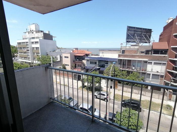 En venta Apartamento 2 dormitorios a metros de la Rambla de Malvín