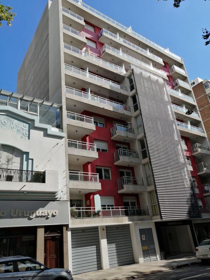 Venta de Apartamento de 2 dormitorios con renta en el Centro!